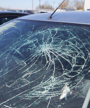 Image of cracked windshield accident insurance claims